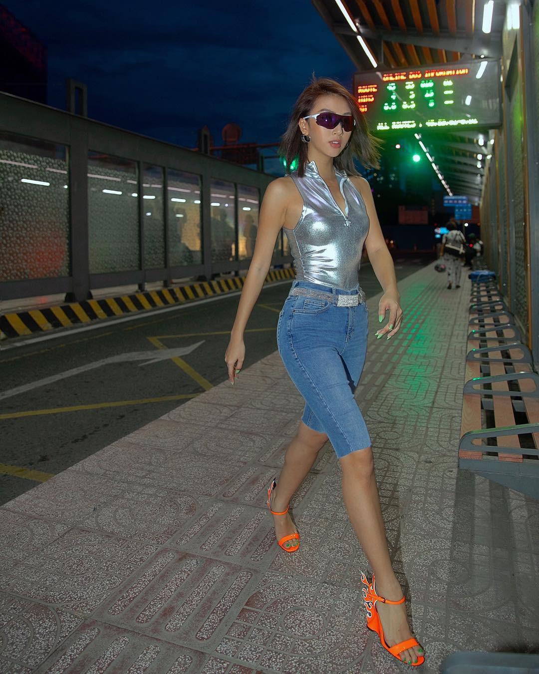 Thử sức với kiểu street style của Quỳnh Anh Shyn, Ngọc Trinh trông lạ kỳ chẳng thể nhận ra - Ảnh 3.