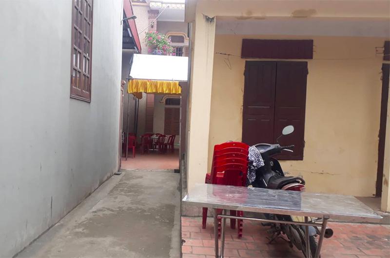 Vụ cô gái bị đâm nhiều nhát tử vong ở Ninh Bình: Con gọi về cầu cứu tôi khi bạn trai cũ chốt cửa xe, không cho nó xuống - Ảnh 2.