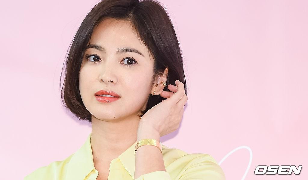 Lâu lắm mới dự sự kiện ở Hàn, Song Hye Kyo quá đẹp nhưng lại để lộ bộ phận một trời một vực so với ảnh tạp chí - Ảnh 11.