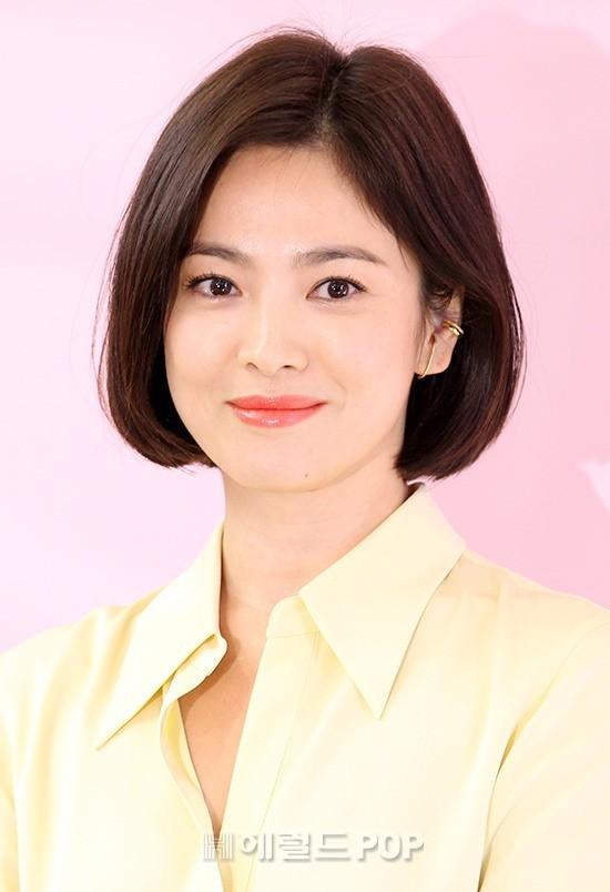 Lâu lắm mới dự sự kiện ở Hàn, Song Hye Kyo quá đẹp nhưng lại để lộ bộ phận một trời một vực so với ảnh tạp chí - Ảnh 9.