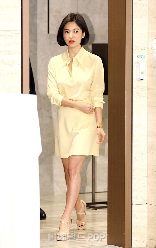 Lâu lắm mới dự sự kiện ở Hàn, Song Hye Kyo quá đẹp nhưng lại để lộ bộ phận một trời một vực so với ảnh tạp chí - Ảnh 4.