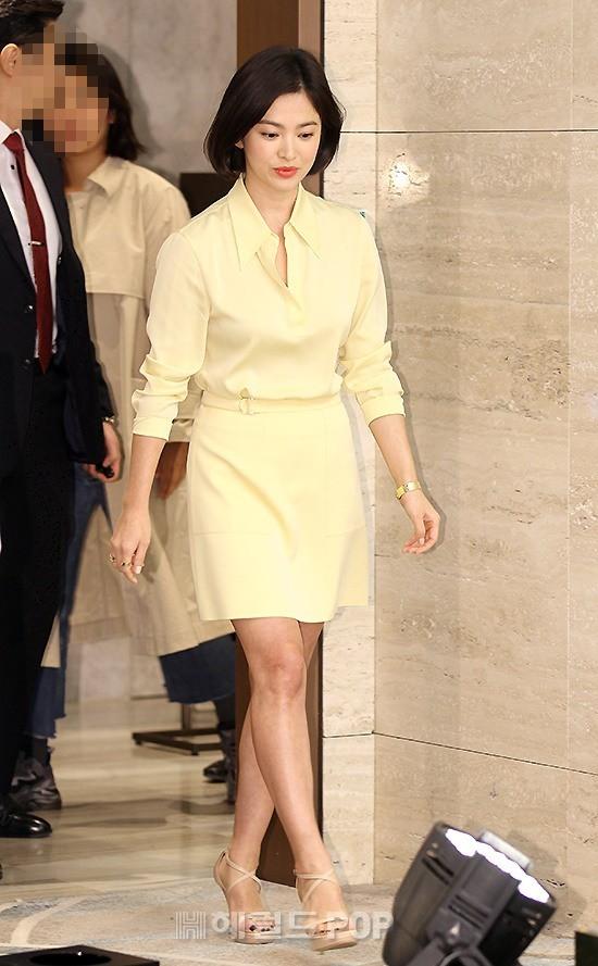 Lâu lắm mới dự sự kiện ở Hàn, Song Hye Kyo quá đẹp nhưng lại để lộ bộ phận một trời một vực so với ảnh tạp chí - Ảnh 5.