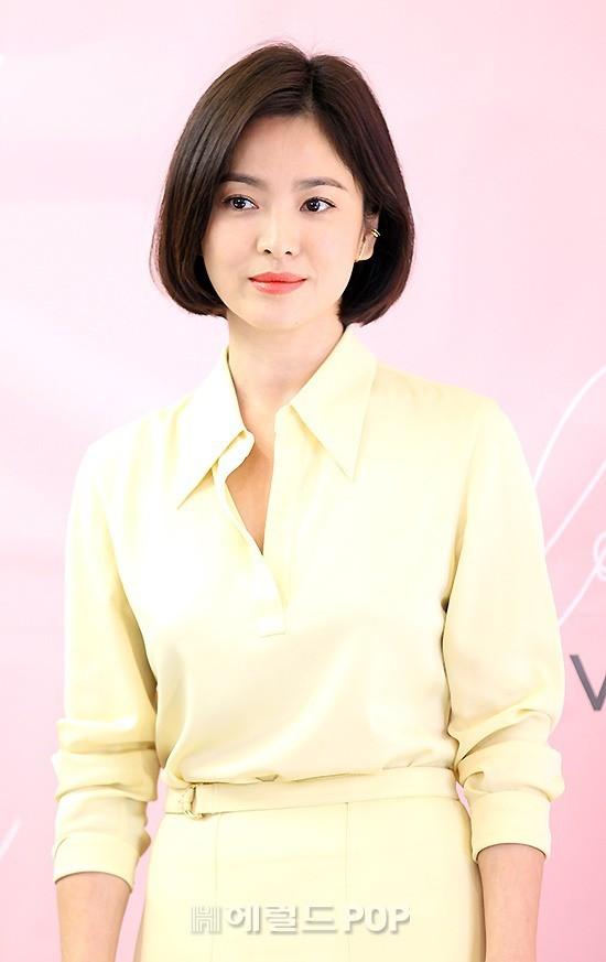 Lâu lắm mới dự sự kiện ở Hàn, Song Hye Kyo quá đẹp nhưng lại để lộ bộ phận một trời một vực so với ảnh tạp chí - Ảnh 7.
