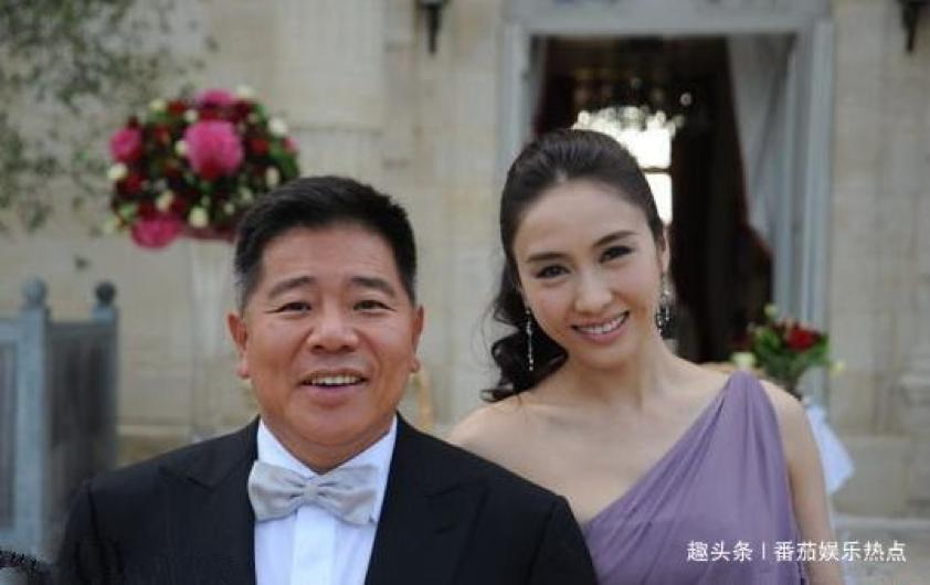 Triệu Mẫn Lê Tư 47 tuổi vẫn trẻ đẹp như gái 20, nhưng 3 con gái lại kém sắc giống bố - Ảnh 5.