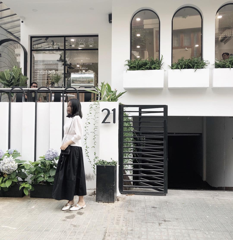 Thủ sẵn 4 quán cà phê mới toanh này để trốn nắng Sài Gòn vào dịp cuối tuần - Ảnh 5.