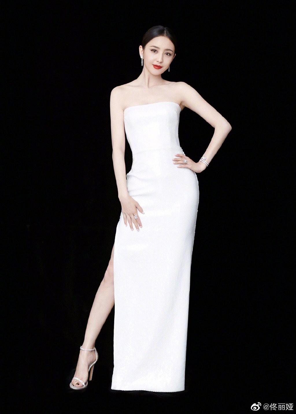Bế mạc LHP Bắc Kinh: Bạn gái Luhan hoá công chúa yêu kiều, Đồng Lệ Á gây bão dù không đi thảm đỏ - Ảnh 7.