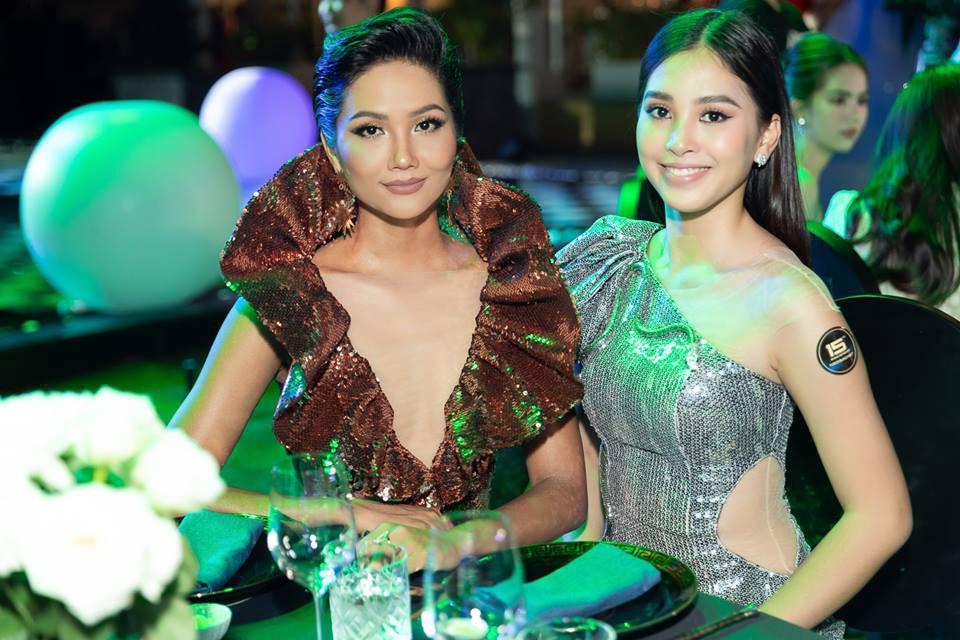 Áp dụng chiêu cũ tại Miss Universe, HHen Niê trội bật hơn hẳn Tiểu Vy trong một khung hình - Ảnh 2.