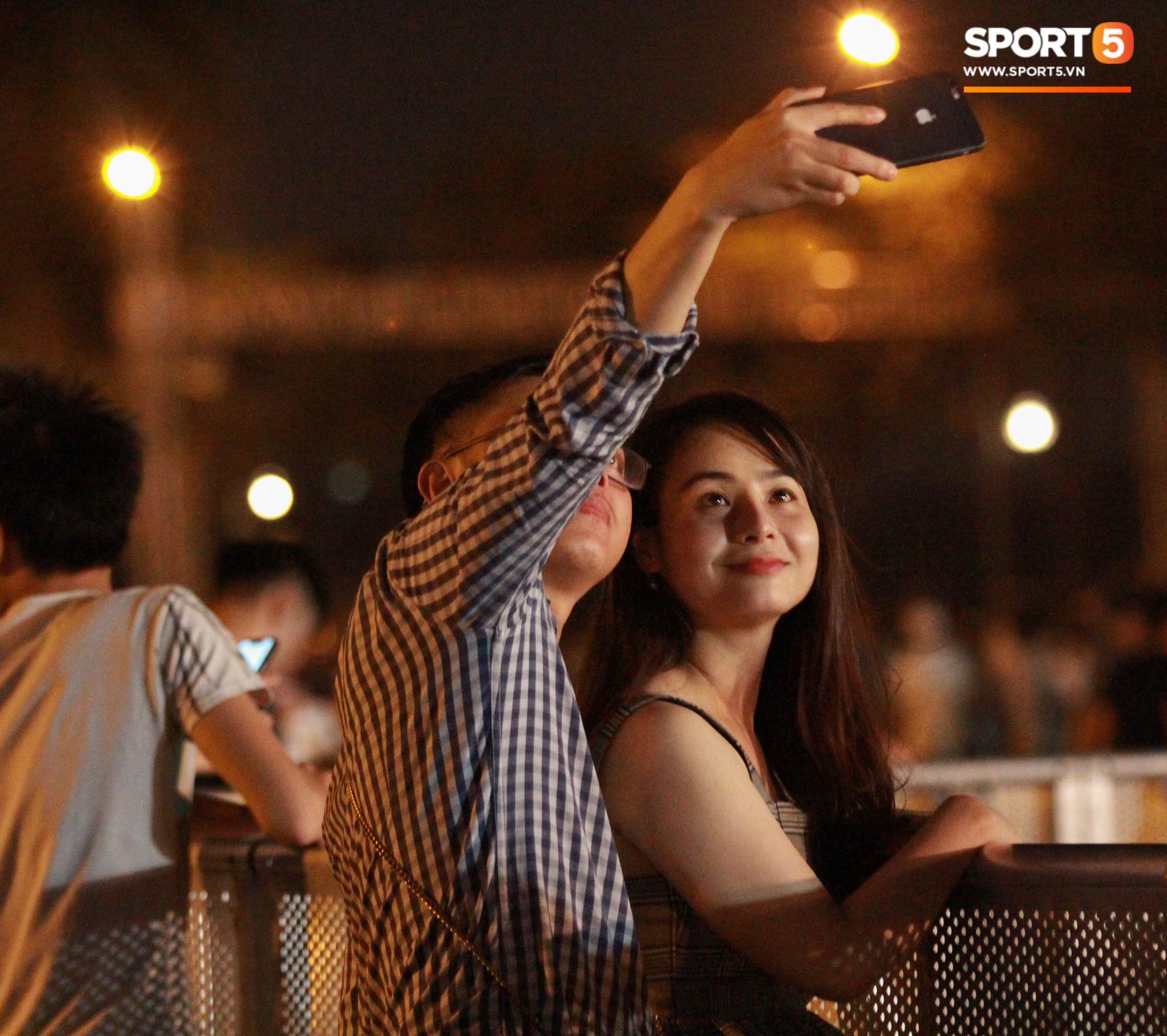 Muôn vàn cảm xúc của người dân Việt khi chứng kiến tận mắt những chiếc xe F1 ngay tại Hà Nội - Ảnh 10.