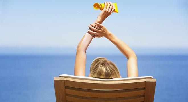 Hà Nội hôm nay nắng nóng đỉnh điểm và sẽ kéo dài 2 ngày nữa, làm ngay những điều này để phòng tránh ung thư da - Ảnh 4.