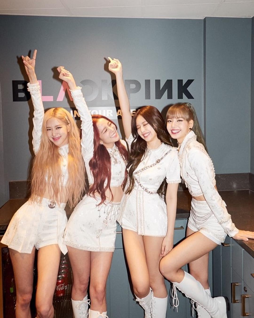 Từ khi nào mà chân của nữ thần sắc đẹp Jisoo đã trở nên to gần gấp đôi các thành viên Black Pink thế này? - Ảnh 4.