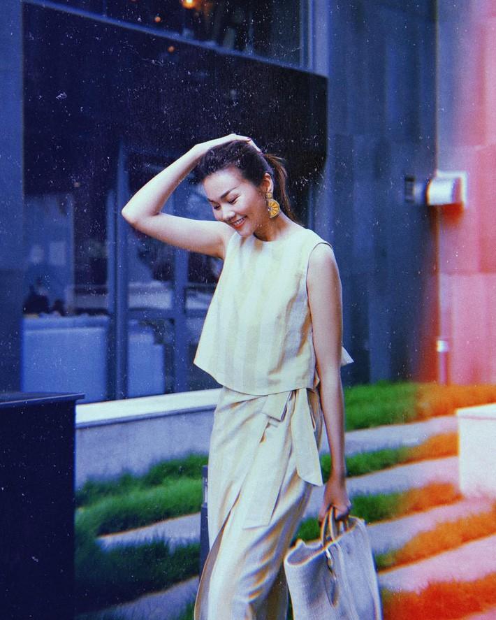 Kỳ Duyên tình ấm mặn nồng bên Minh Triệu, Hà Tăng diện váy sát nách đương đầu với nắng nóng trong street style tuần này - Ảnh 9.