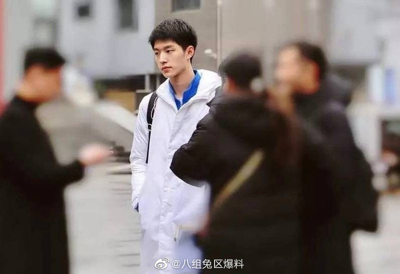Weibo sốt xình xịch trước nhan sắc mỹ nam đỗ đầu Học viện Điện Ảnh Bắc Kinh: Quá giống Song Joong Ki! - Ảnh 1.