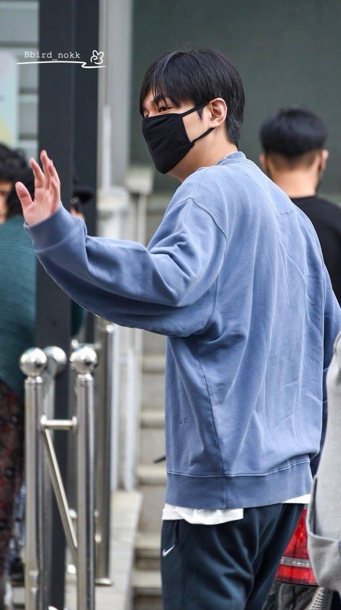 Mỹ nam Lee Min Ho 3 ngày trước khi xuất ngũ: Từ bao giờ tài tử Người thừa kế đã béo đến mức có nọng thế này? - Ảnh 1.