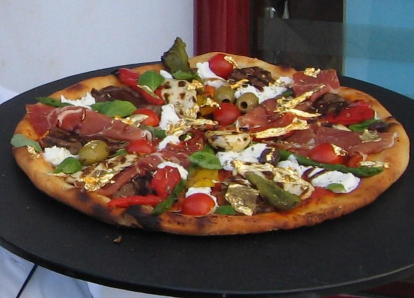 Top 4 chiếc pizza nổi tiếng không phải vì hương vị mà vì... quá đắt - Ảnh 1.