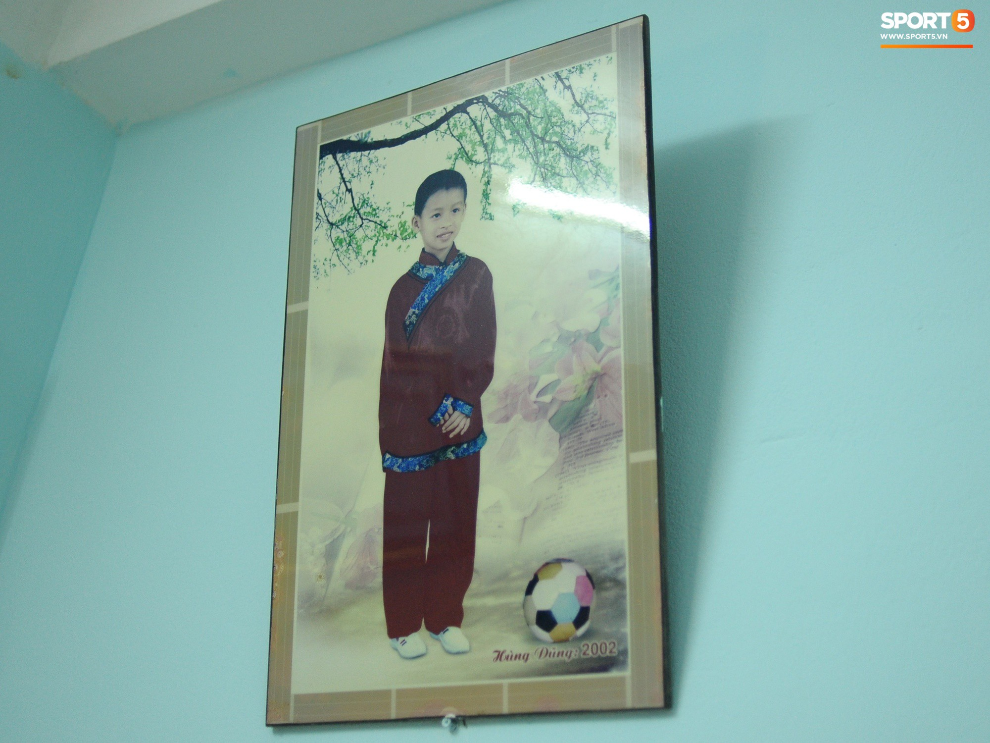 Tiền vệ tuyển Việt Nam tình tứ bên vợ tương lai chuẩn bị cho lễ cưới - Ảnh 10.