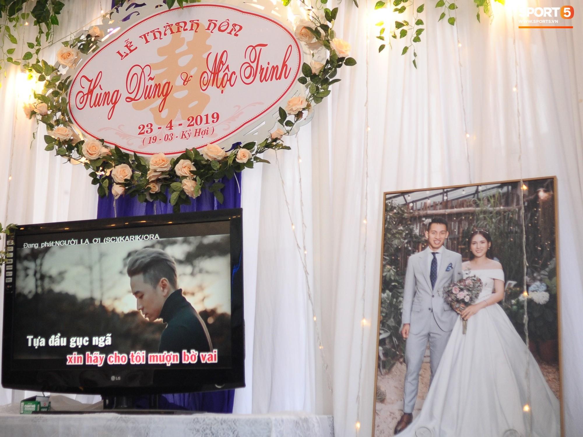 Tiền vệ tuyển Việt Nam tình tứ bên vợ tương lai chuẩn bị cho lễ cưới - Ảnh 5.