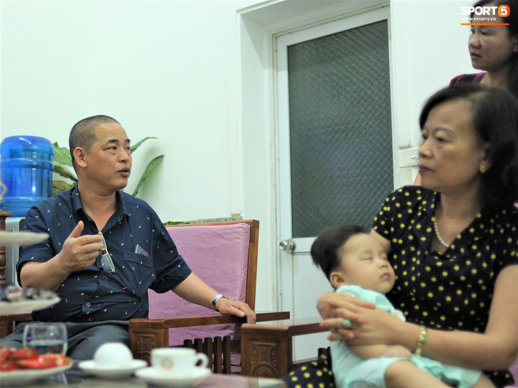 Tiền vệ tuyển Việt Nam tình tứ bên vợ tương lai chuẩn bị cho lễ cưới - Ảnh 13.