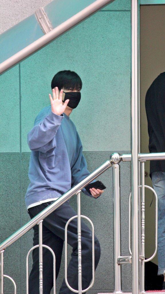 Mỹ nam Lee Min Ho 3 ngày trước khi xuất ngũ: Từ bao giờ tài tử Người thừa kế đã béo đến mức có nọng thế này? - Ảnh 3.