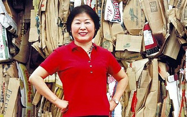Chân dung nữ hoàng rác Zhang Yin: Từng lái xe khắp các bãi tái chế để xin giấy vụn đến nữ tỷ phú tự thân đầu tiên tại Trung Quốc - Ảnh 1.
