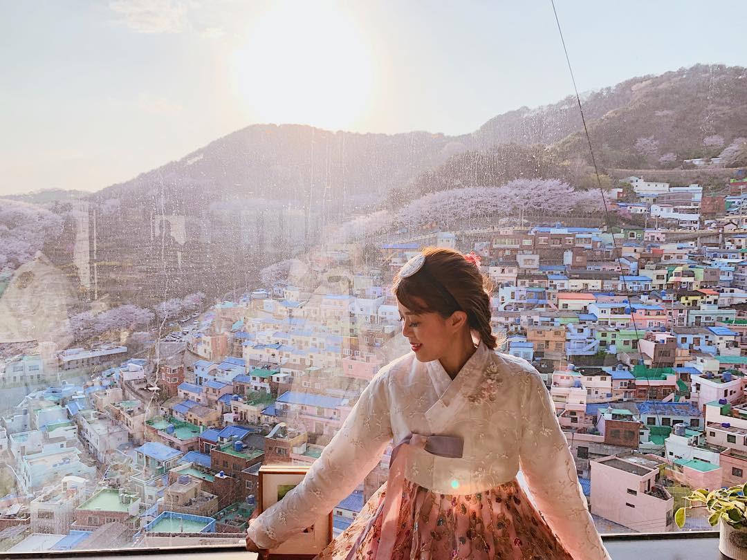 Đi du lịch chớp nhoáng như Hương Giang: Đứng bừa một góc trong làng bích hoạ Hàn Quốc cũng có khối ảnh xinh xẻo - Ảnh 15.