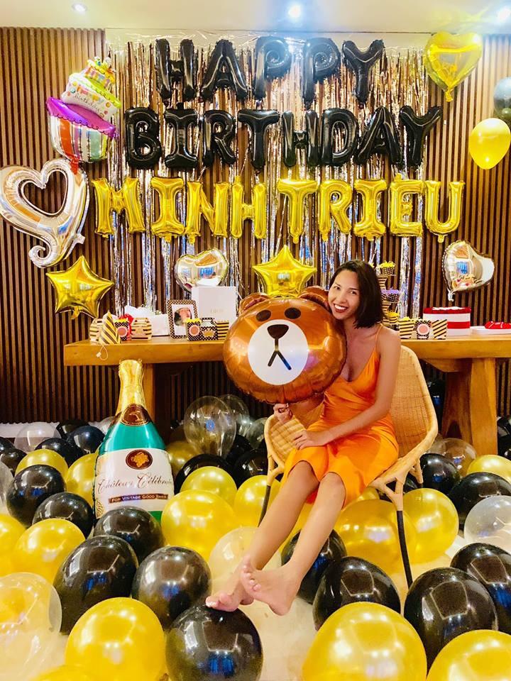 Kỳ Duyên diện đồ đôi, tổ chức sinh nhật bất ngờ cho Minh Triệu ở Bali - Ảnh 6.