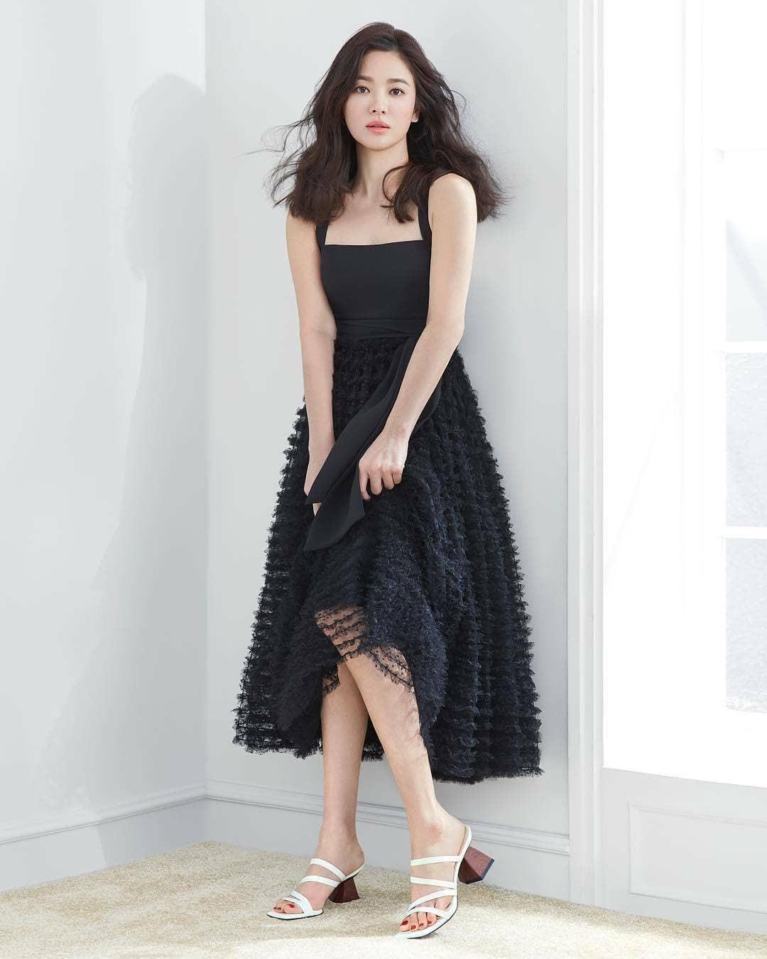 Vừa bị chê già, Song Hye Kyo dập lại bằng bộ ảnh tạp chí gây ngỡ ngàng: 38 tuổi mà trẻ đẹp, body nuột như gái 20 - Ảnh 3.