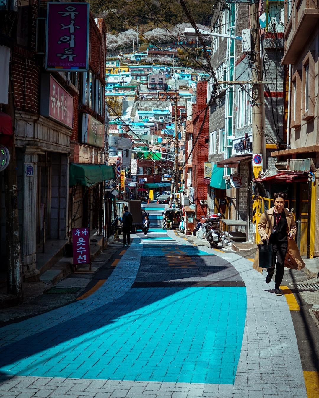 Đi du lịch chớp nhoáng như Hương Giang: Đứng bừa một góc trong làng bích hoạ Hàn Quốc cũng có khối ảnh xinh xẻo - Ảnh 7.