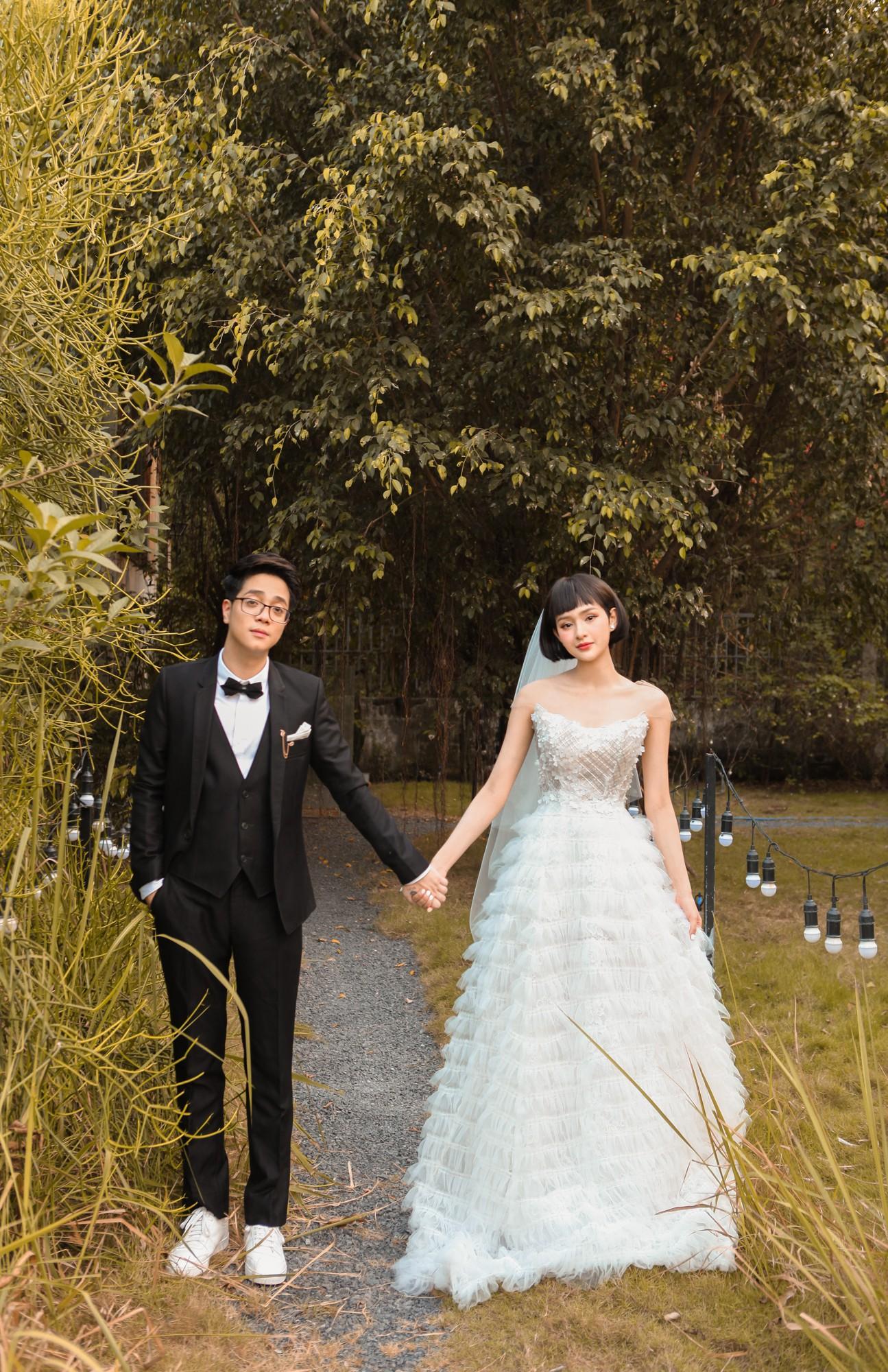 Bùi Anh Tuấn và Hiền Hồ âm thầm tổ chức đám cưới, hé lộ những hình ảnh tuyệt đẹp trong hôn lễ - Ảnh 2.