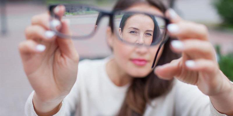 Thấy mắt đột ngột bị mờ, hãy cẩn thận vì có thể bạn đang gặp những vấn đề sau - Ảnh 2.