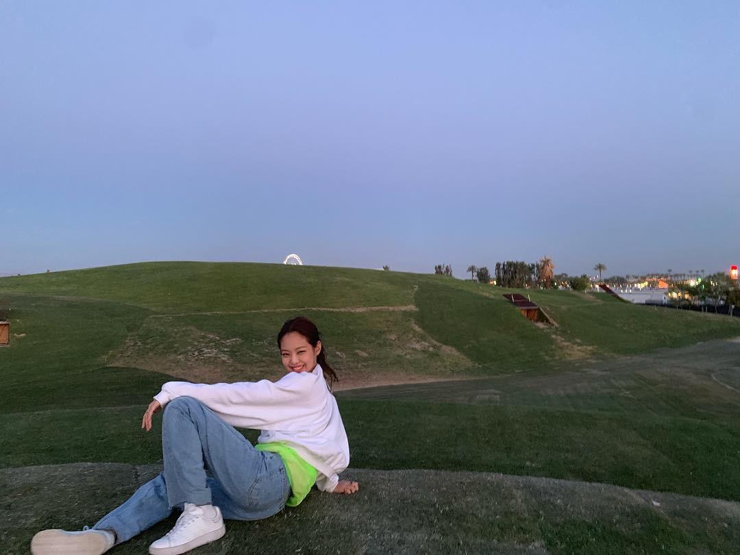 Nếu được một lần check-in tại Coachella, bạn tuyệt đối đừng chụp ảnh gây suy nhược như Jennie (BLACKPINK) nhé! - Ảnh 2.