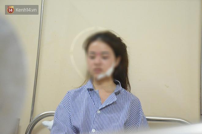 Bố mẹ của cô gái rạch mặt thiếu nữ khâu 60 mũi: Nhìn vết thương của con mà tôi sốc, cứ tưởng nó bị tai nạn - Ảnh 1.