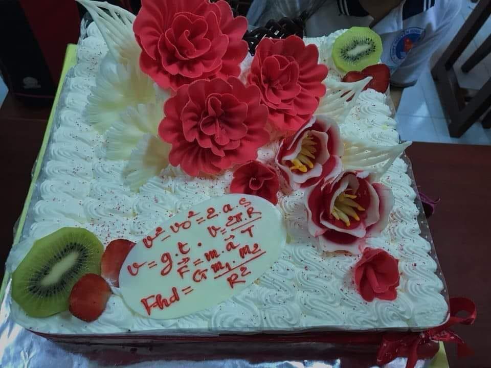Những chiếc bánh sinh nhật chứa cả bầu trời kiến thức khiến thợ làm bánh chỉ muốn tàu hoả nhập ma - Ảnh 4.