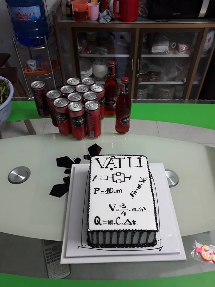 Những chiếc bánh sinh nhật chứa cả bầu trời kiến thức khiến thợ làm bánh chỉ muốn tàu hoả nhập ma - Ảnh 5.