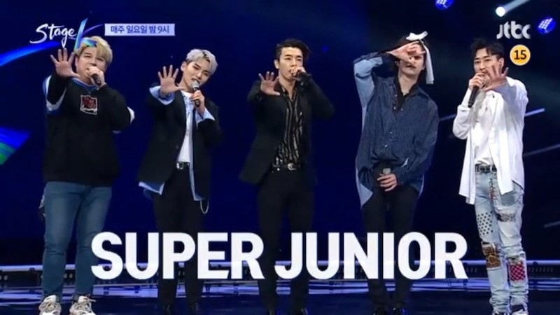 Thánh lầy Heechul (Super Junior) lại chơi nổi khi... cột tóc đuôi gà cài nơ trắng đi chấm thi - Ảnh 1.