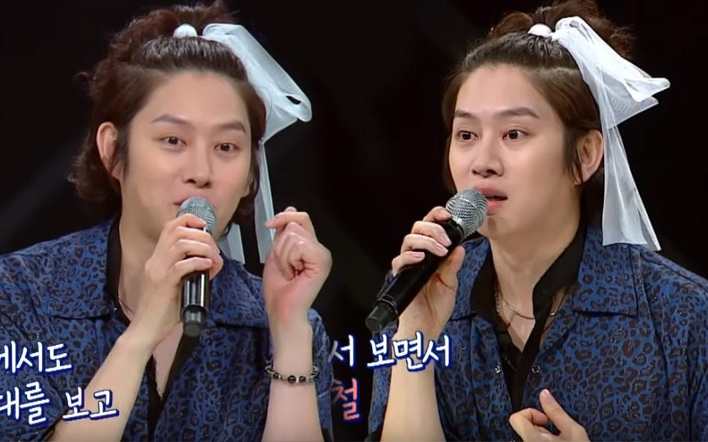 Thánh lầy Heechul (Super Junior) lại chơi nổi khi... cột tóc đuôi gà cài nơ trắng đi chấm thi - Ảnh 4.