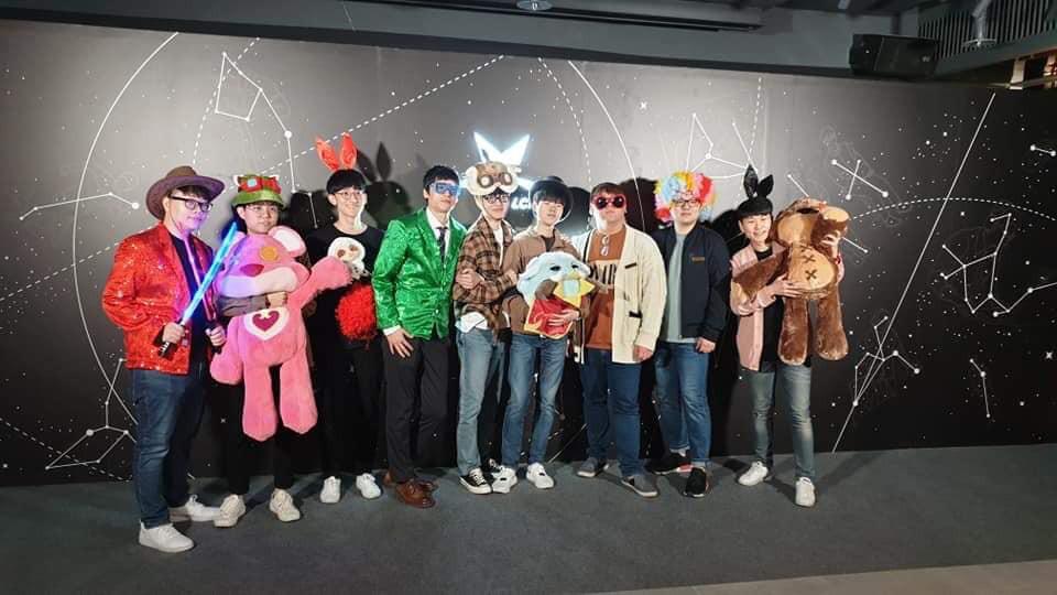 Cạn lời với cách ăn mặc của game thủ Hàn Quốc trong buổi tiệc có sự xuất hiện của hai mỹ nhân (G)I-DLE - Ảnh 6.