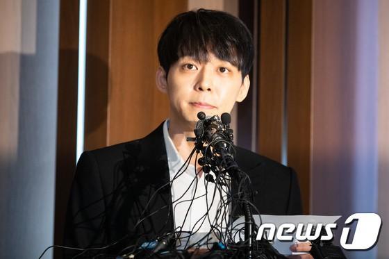 Park Yoochun: Hoàng tử gác mái năm nào sa ngã vì bê bối tình dục, trở thành con nghiện ma tuý chiêu trò của Kbiz - Ảnh 13.