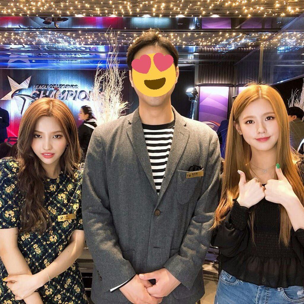 Cạn lời với cách ăn mặc của game thủ Hàn Quốc trong buổi tiệc có sự xuất hiện của hai mỹ nhân (G)I-DLE - Ảnh 1.