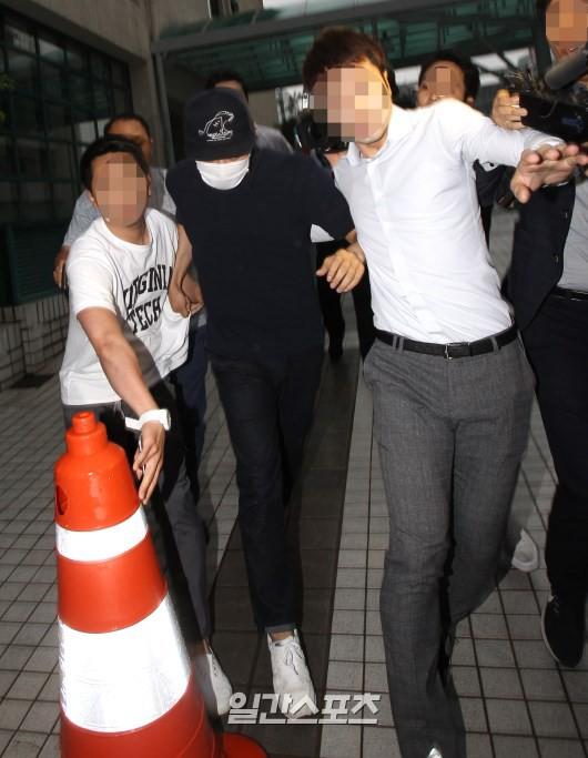 Park Yoochun: Hoàng tử gác mái năm nào sa ngã vì bê bối tình dục, trở thành con nghiện ma tuý chiêu trò của Kbiz - Ảnh 5.