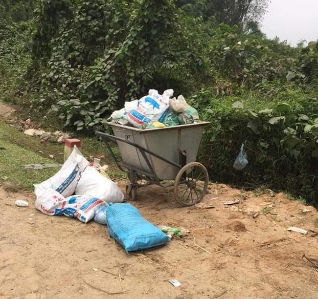 Thái Nguyên: Bé gái 3,1 kg còn nguyên dây rốn bị bỏ rơi tại bãi rác trong tình trạng sức khỏe yếu ớt - Ảnh 2.