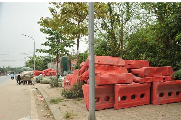 Nhiều mối nguy khó lường từ những kho tập kết phế thải nhựa khổng lồ ở làng Triều Khúc - Ảnh 8.