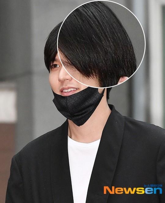Xa showbiz đã lâu Lee Min Ho chẳng còn thiết tha chải chuốt đến mức mặt béo, gàu thì rơi lả tả xuống áo thế này? - Ảnh 2.