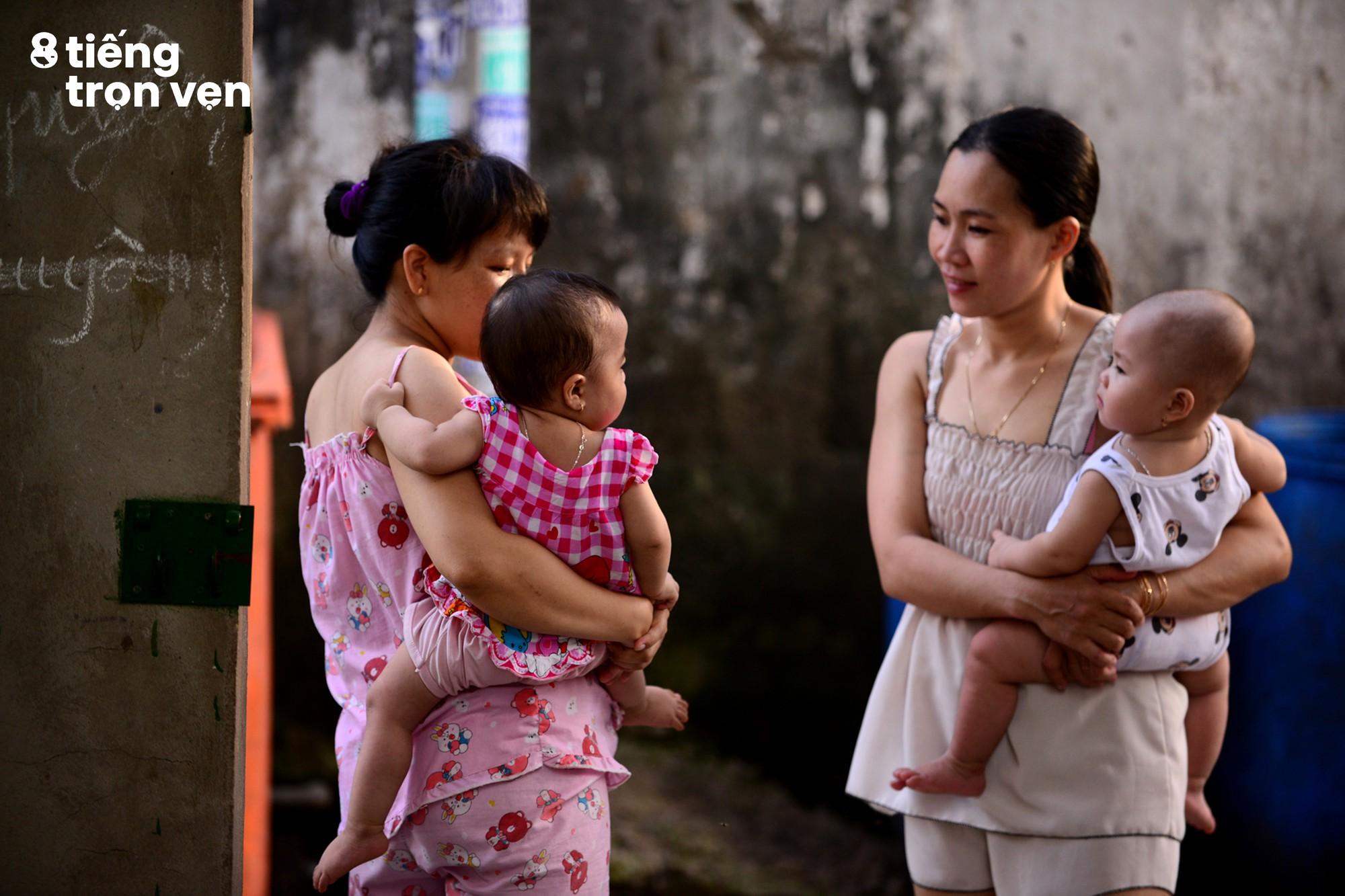 8 tiếng trọn vẹn - Bộ ảnh đầy cảm xúc về cuộc sống mưu sinh hối hả của những công nhân Sài Gòn sau giờ tan ca - Ảnh 17.