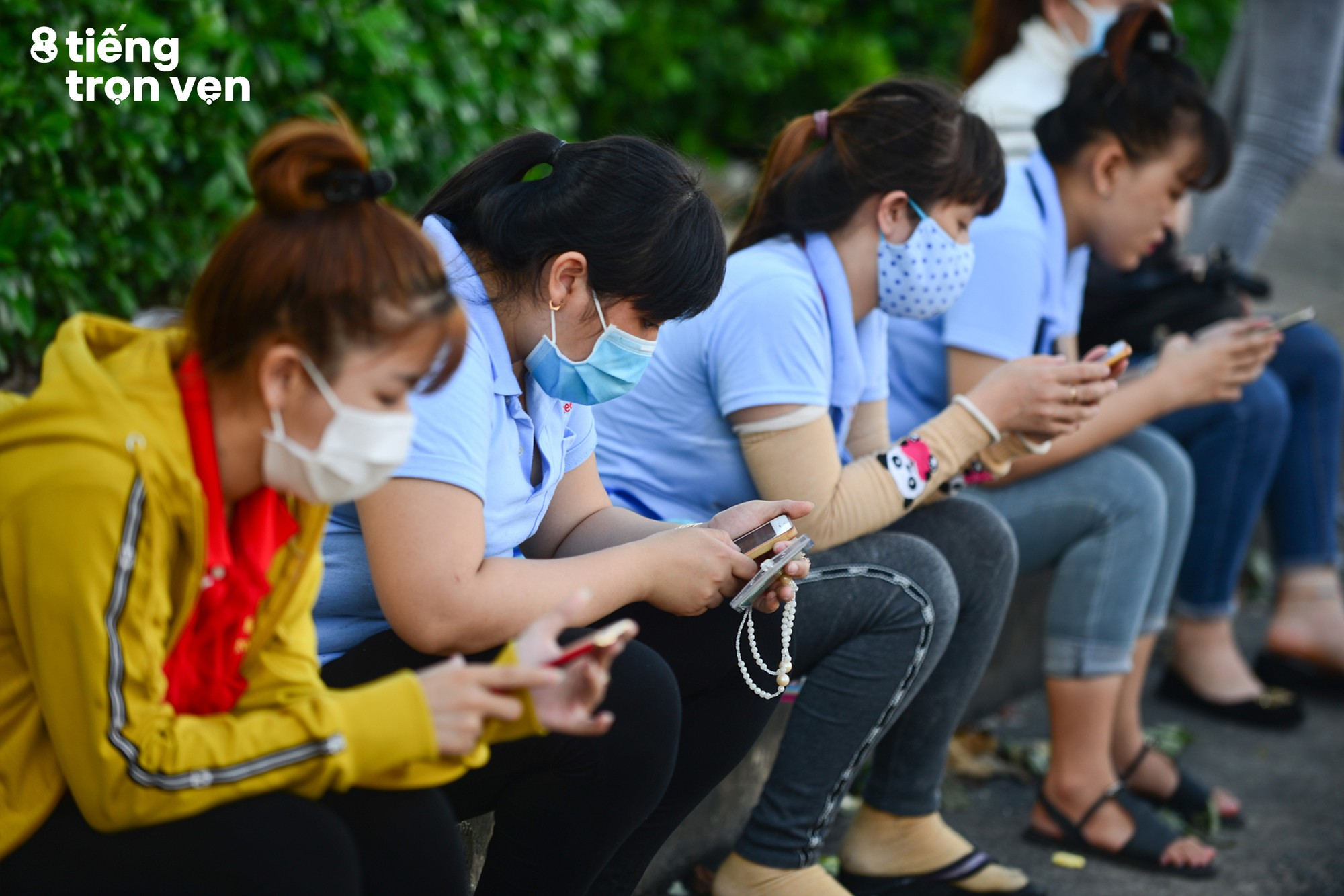 8 tiếng trọn vẹn - Bộ ảnh đầy cảm xúc về cuộc sống mưu sinh hối hả của những công nhân Sài Gòn sau giờ tan ca - Ảnh 4.