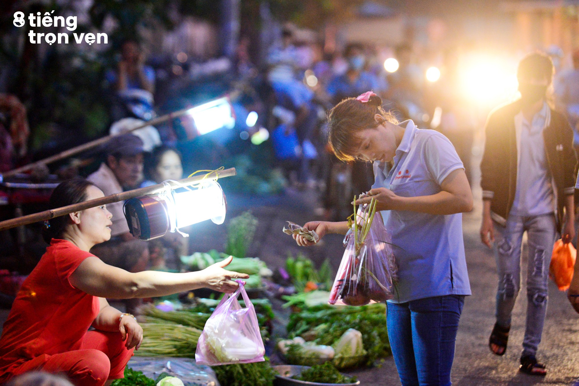 8 tiếng trọn vẹn - Bộ ảnh đầy cảm xúc về cuộc sống mưu sinh hối hả của những công nhân Sài Gòn sau giờ tan ca - Ảnh 5.