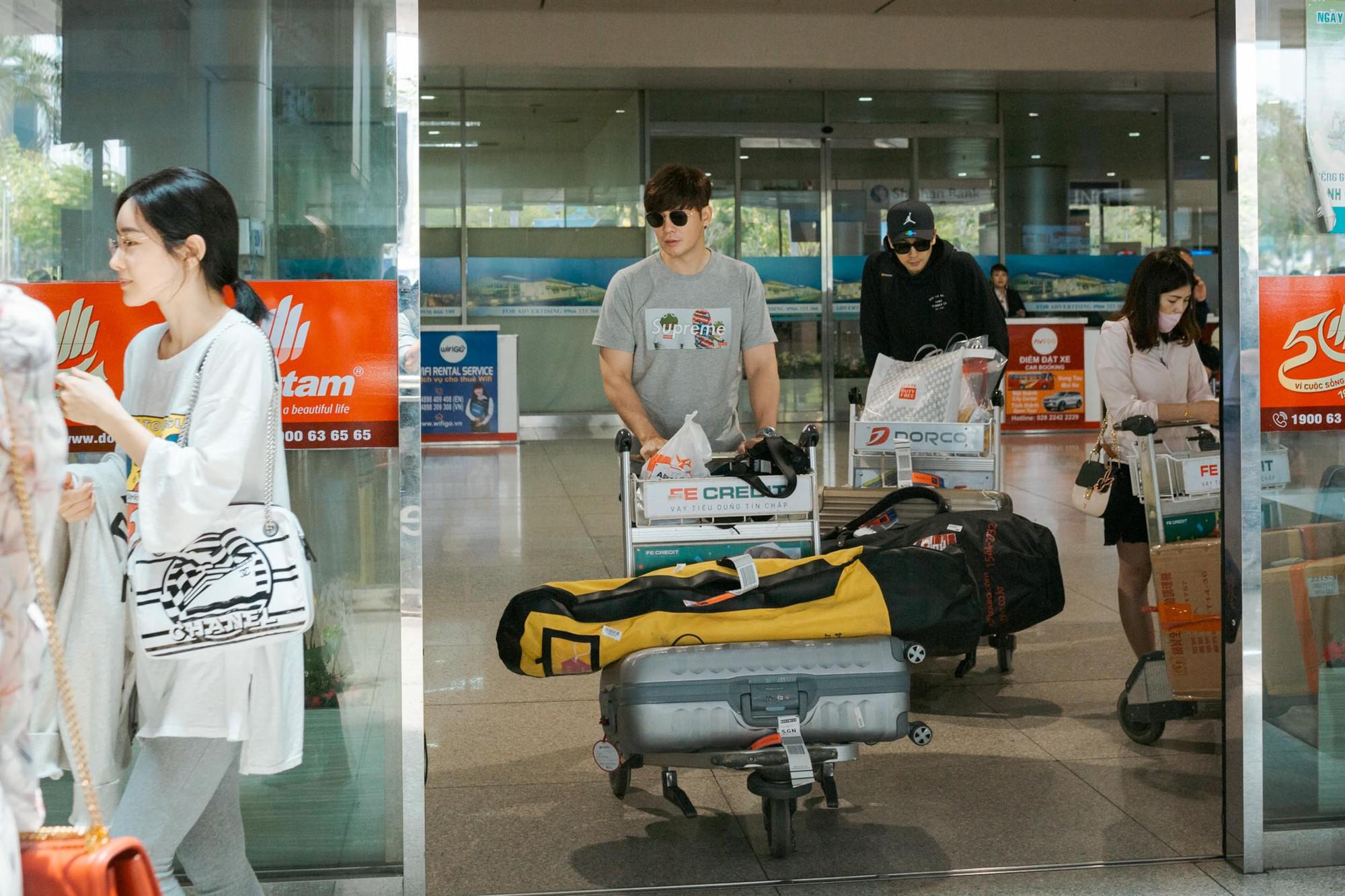Phạm Băng Băng xứ Hàn mặt mộc quá đỉnh, cặp đôi tài tử Jumong vừa chia tay đã sóng đôi tại sân bay Tân Sơn Nhất - Ảnh 5.