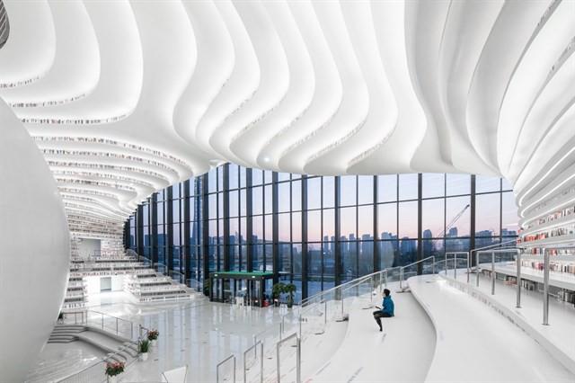 Choáng ngợp với vẻ đẹp của thư viện quốc dân lớn nhất Trung Quốc được check in rầm rộ - Ảnh 1.
