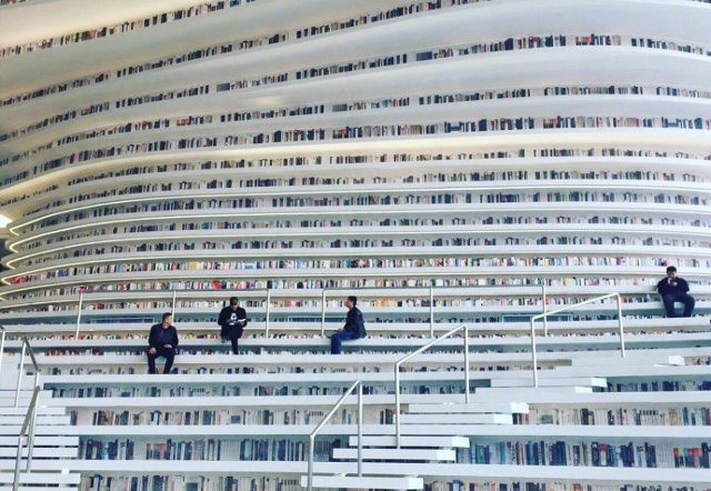 Choáng ngợp với vẻ đẹp của thư viện quốc dân lớn nhất Trung Quốc được check in rầm rộ - Ảnh 2.