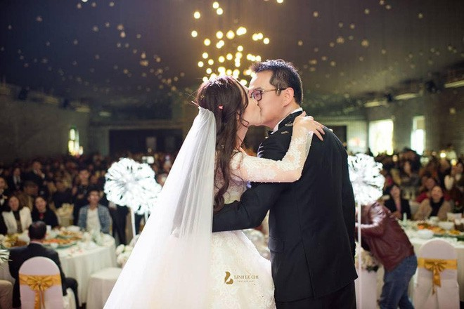 Thảo Vân, Thành Trung sốc khi bị đạo diễn Trần Lực chê dẫn đám cưới nghe cứ thớ lợ, giả dối - Ảnh 1.