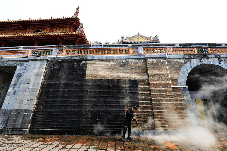 Nhiều người phản bác ý kiến Cổng Ngọ Môn của Đại Nội Huế được làm sạch là mất đi vẻ cổ kính: Không phải cứ rêu phong mới là di tích! - Ảnh 2.
